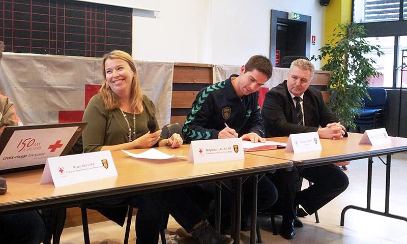 Bastien Lamon, le joueur de l'USDK a été choisi pour être le parrain de la Croix Rouge Dunkerque