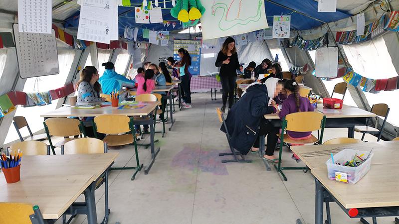 Une école au camp de la Linière à Grande-Synthe