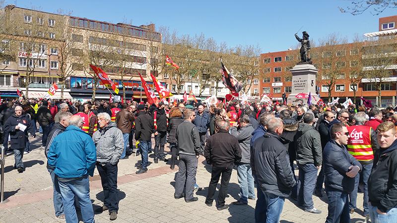 Il y avait un peu plus de 500 personnes dans les rues de Dunkerque ce jeudi pour manifester contre la loi Travail