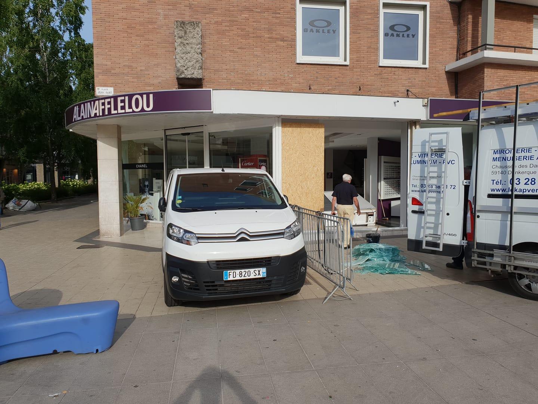 5a102c41c Dunkerque - Attaque à la voiture-bélier chez Afflelou - Delta FM